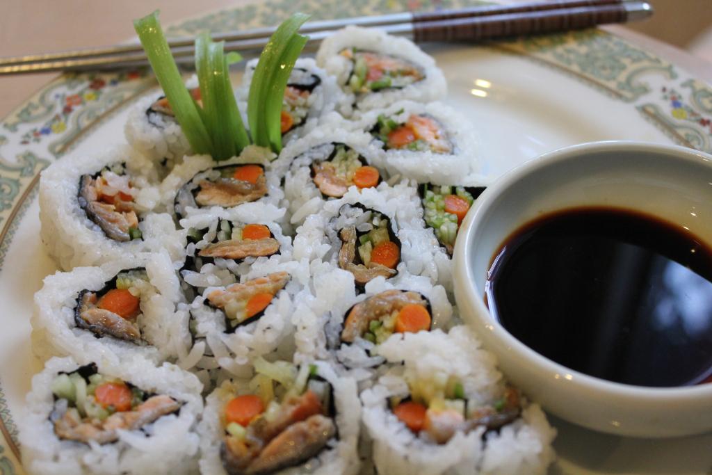 salmon-skin-roll-mo-ta-anh.jpg