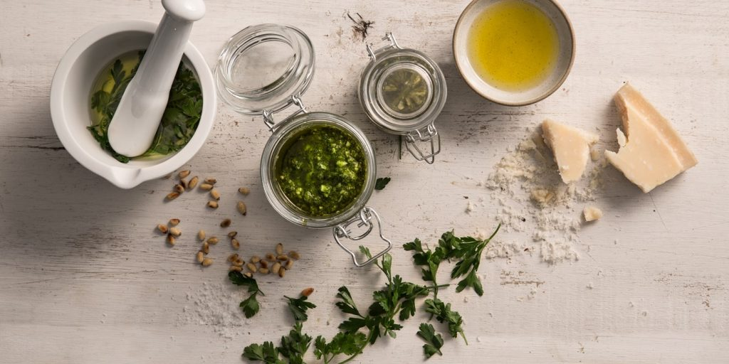How-to-Make-Pesto-at-Home(5)